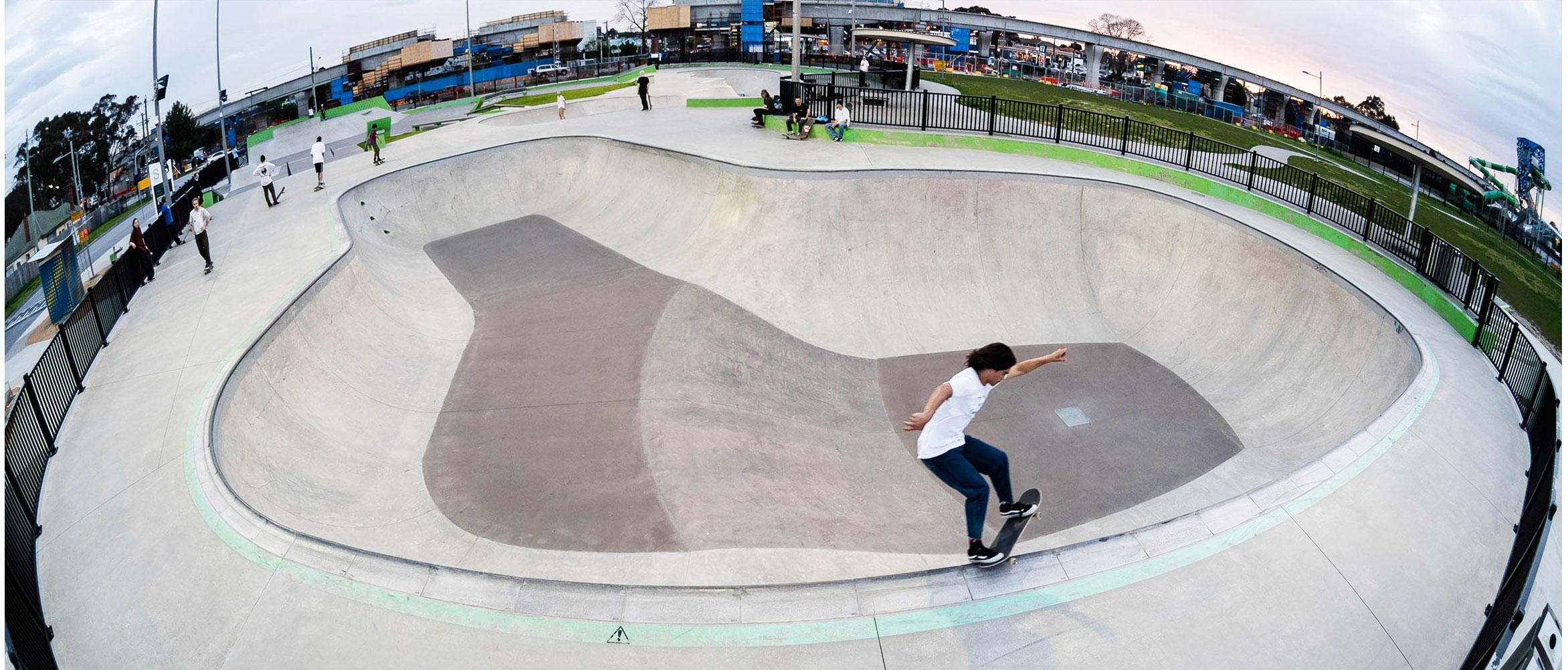 Nixen Osborne fs grind Noble Park skate park big bowl